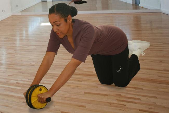 Beneficios de entrenar los abdominales con rodillo