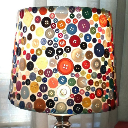 Decora con botones para dar una nueva vida a tus lámparas