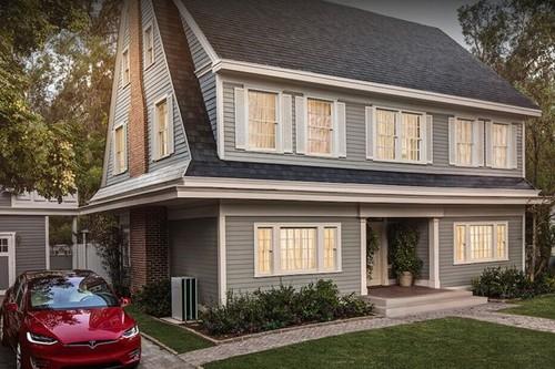 Las tejas solares Tesla alimentan tu casa con garantía infinita y la misma apariencia tradicional vistas desde la calle