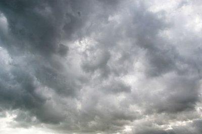 ¿Cuántas toneladas de agua tiene una nube de tormenta?