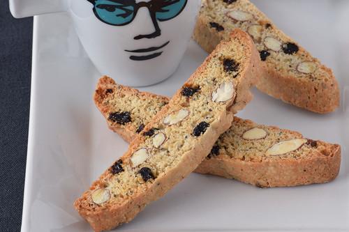 Biscotti de limón con pasas de corinto, almendras y semillas de amapola: receta para la hora del café