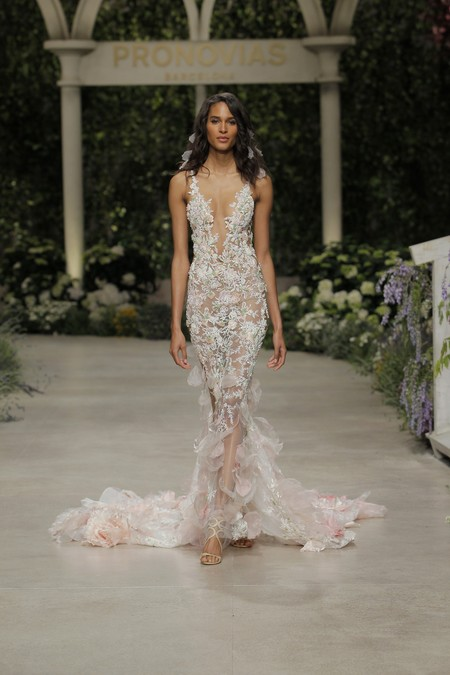 Pronovias Fashion Show Cindy Bruna