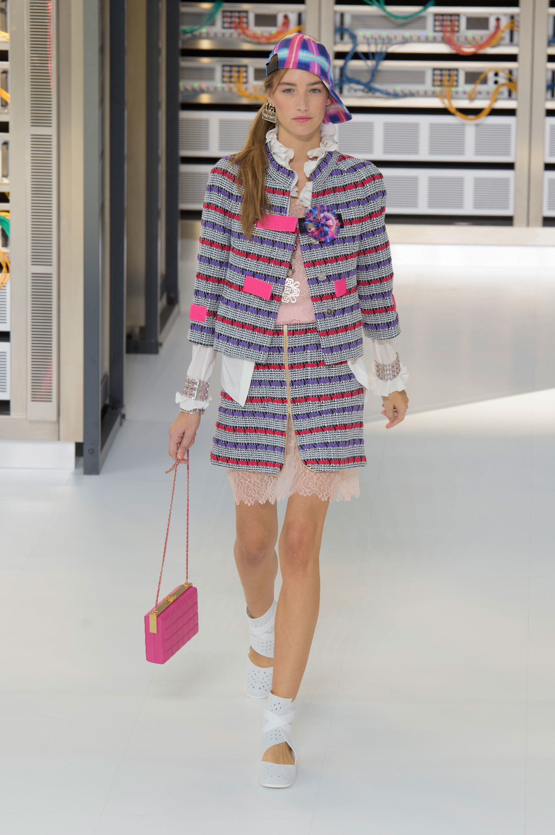 Foto de El regreso al futuro de Chanel en su colección Primavera-Verano 2017 (12/96)