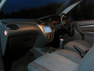 Ordenador integrado en un coche, tal cual