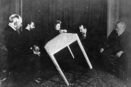 'Lo que dicen las mesas parlantes': el Víctor Hugo más ocultista