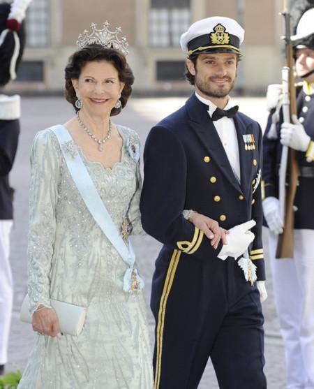 La reina Silvia de Suecia en un vestido muy romántico y una tiara única