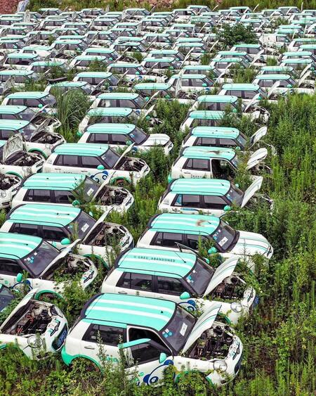 Cementerio coches eléctrico.