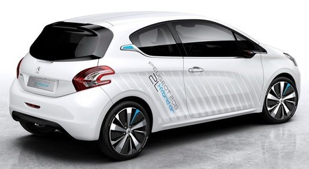 peugeot-208-hybrid-air-2l-salon-paris.jpg