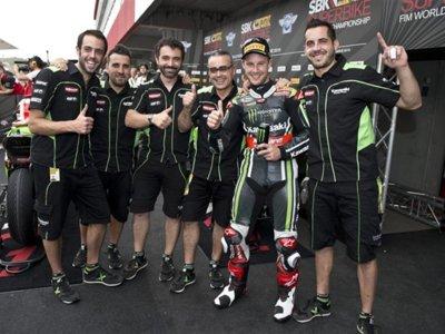 Superbikes Malasia 2015: Jonathan Rea vuelve a ganar con Max Biaggi en el podio