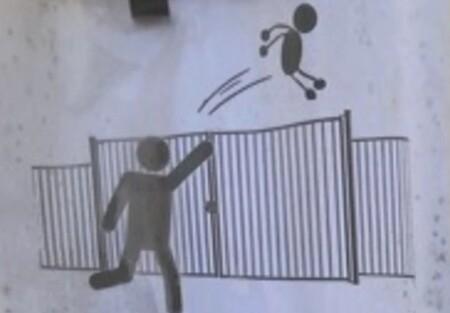 """""""Se prohíbe el lanzamiento de alumnos por la verja"""": el aviso de un colegio francés a los padres cuando llegan tarde"""