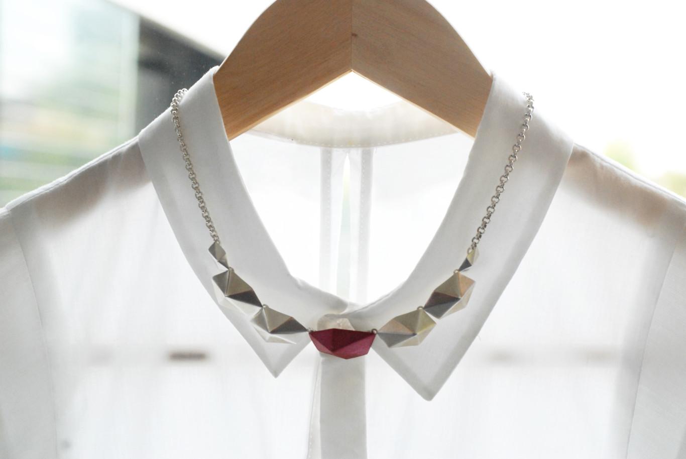 124bab13e78e Estas son las marcas de pequeñas joyas que debes conocer para adornar tus  outfits