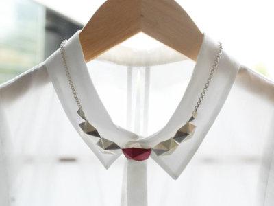 Estas son las marcas de pequeñas joyas que debes conocer para adornar tus outfits
