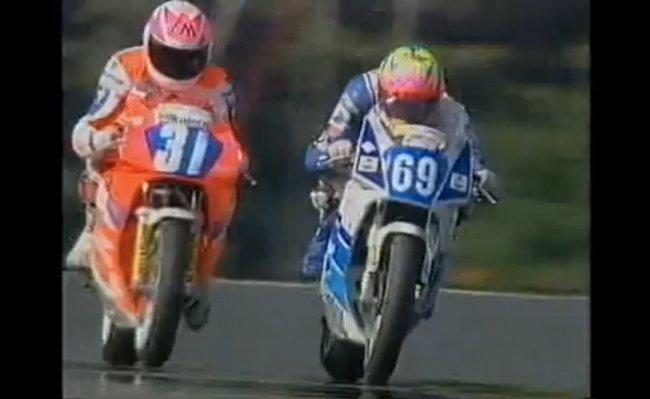 Carl Fogarty y Jamie en la recta de Oulton Park