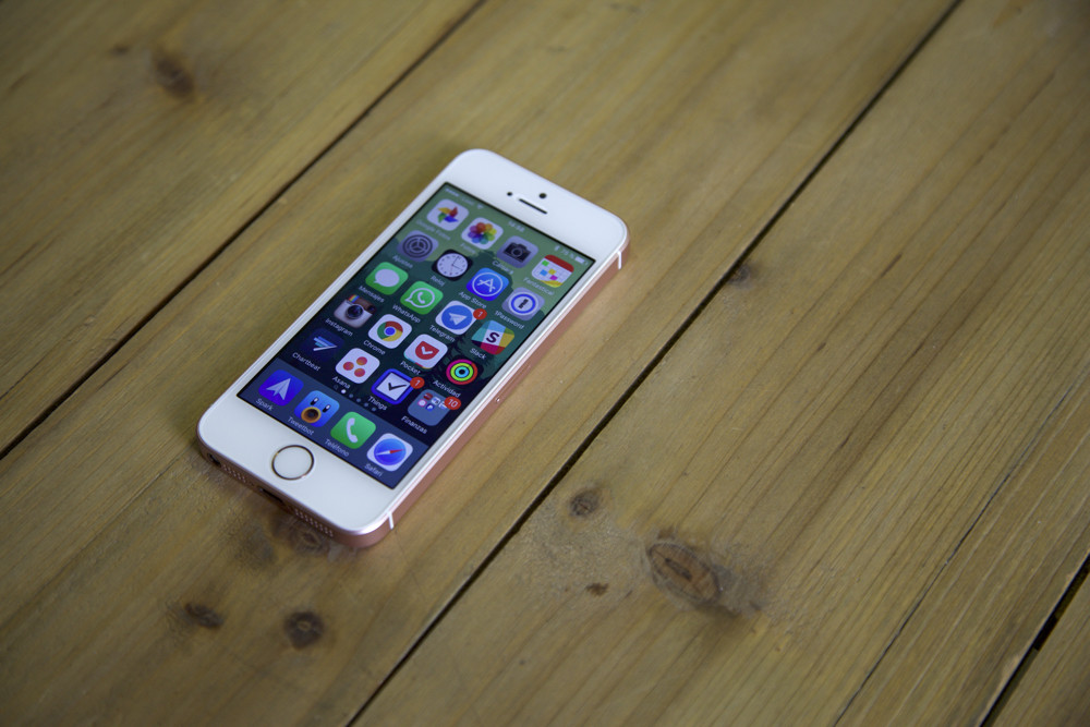 Iphone Se Review Solo