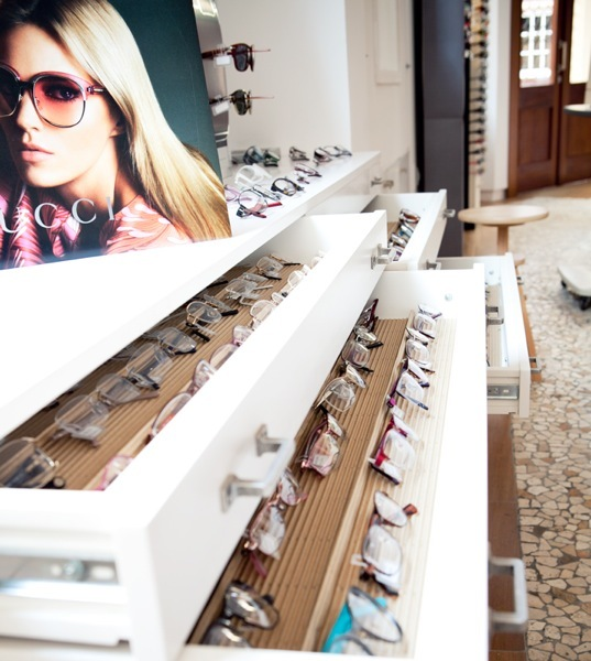 Foto de Espacios para trabajar: una óptica eco friendly en Málaga que mezcla la moda con el arte (1/4)