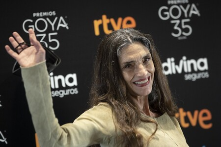 Descubrimos los básicos de maquillaje del último look de Ángela Molina que sienta bien a cualquier edad