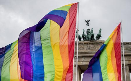 La UE se ha cansado de la homofobia en el este. Tendrán que aceptar los matrimonios gays sí o sí