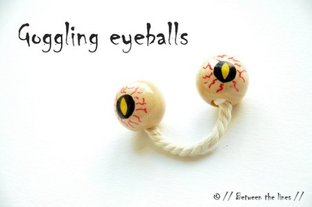 Una manualidad divertida: hacer un monstruo con una cuerda, un par de bolas y rotuladores