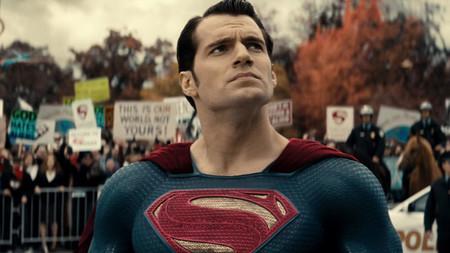 ¿Vuelve el Superman de Zack Snyder? Henry Cavill negocia con Warner su regreso al Universo Extendido de DC