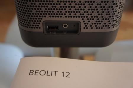 Conexión USB y Audio in, así como indicador de carga de la batería