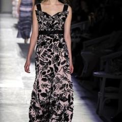 Foto 53 de 61 de la galería chanel-alta-costura-otono-invierno-2012-2013-rosa-gris-brillos-y-nuevo-vintage en Trendencias