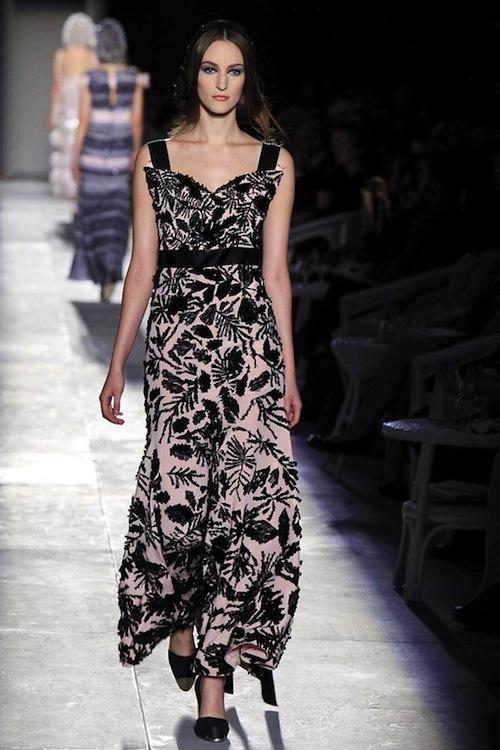 Foto de Chanel Alta Costura Otoño-Invierno 2012/2013: rosa, gris, brillos y nuevo vintage (53/61)