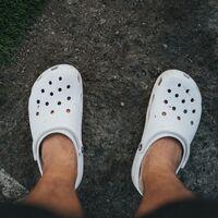 Cambia tus chanclas de siempre por estas Crocs con hasta casi un 40% de descuento: más cómodas y versátiles