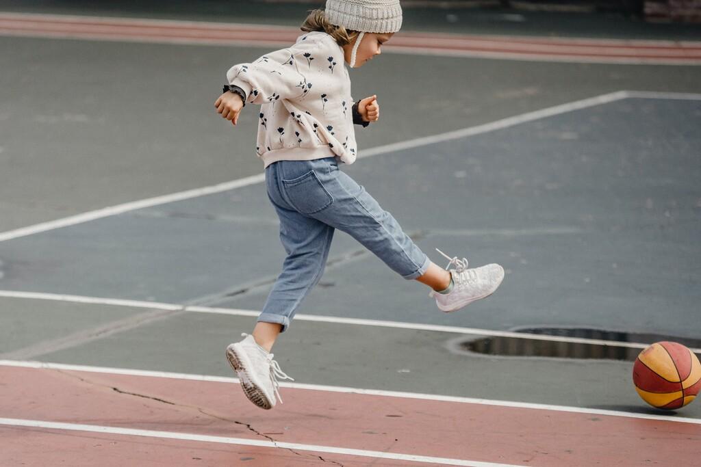 Los mejores deportes para hacer con niños al aire libre