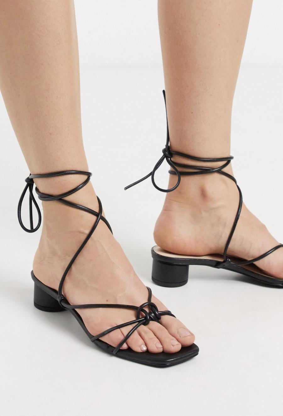 Sandalias de tacón con tiras en negro Isobel de RAID