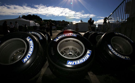 Bernie Ecclestone le quita importancia a los rumores sobre la vuelta de Michelin a la Fórmula 1