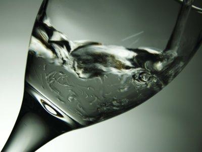 Ocho vasos de agua al día, ¿son realmente necesarios?