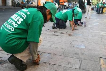 Tirar chicles en Ciudad de México podría traer multas de más de 16,000 pesos por daño ambiental