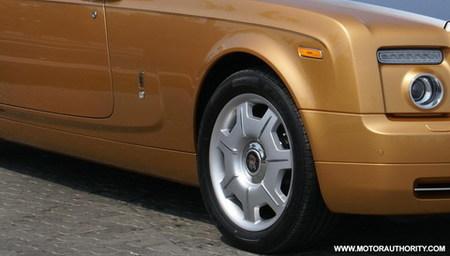 Rolls-Royce Phantom Drophead Coupe dorado