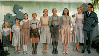 Así son el 'dirndl' y el 'lederhosen', los trajes que todo el mundo lleva estos días en la Oktoberfest
