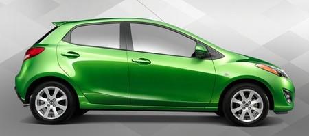 Mazda venderá el Mazda2 remarcado como Toyota en 2015