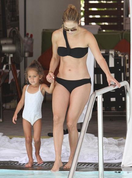 Verano en forma con las celebrities: Jennifer López entrena con peso libre