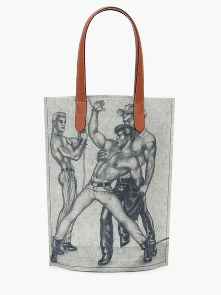 J.W. Anderson toma erotismo de Tom of Finland como inspiración para una línea de accesorios