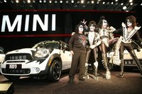 KISS y Mini, unidos por una buena causa