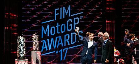 Cambios en el reglamento de MotoGP: nuevos trofeos, títulos para todos y mensajes al dashboard en tiempo real