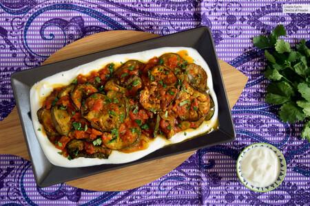 Berenjenas con tomate y yogur al estilo afgano: la riquísima receta de borani banjan para tomar fría o caliente