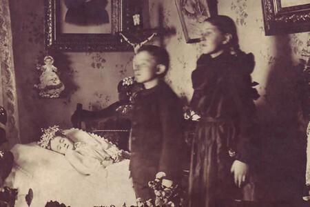 Memento mori: cuando fotografiar a los muertos como si siguieran vivos era lo más normal del mundo