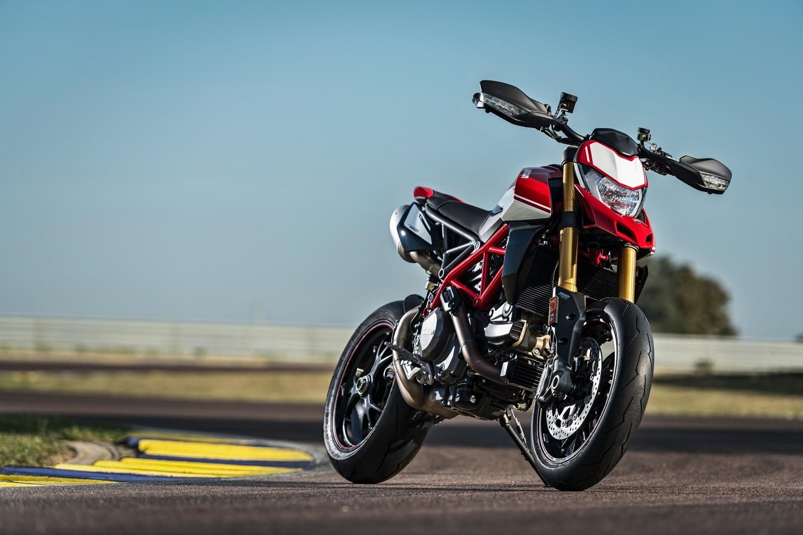 Foto de Ducati Hypermotard 950 2019 (75/76)