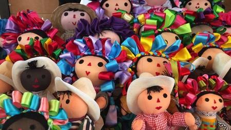 Las muñecas otomíes de Liverpool: el problema no es que se fabriquen en china, sino que son copias de una hermosa artesanía mexicana