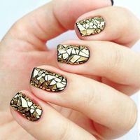 De la pasarela a nuestras manos: las manicuras mosaico que alegrarán tus uñas esta primavera