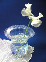 Hazlo tú mismo: floreros con botellas de plástico