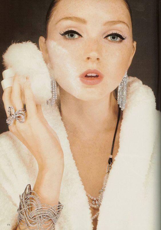 Foto de Lily Cole - Vogue UK, december 2007 (5/6)