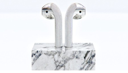 Estos son los AirPods más lujosos del mundo: tienen diamantes incrustados y cuestan 20.000 dólares