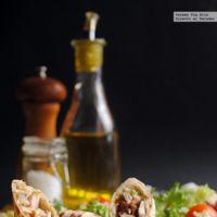 Rollitos de pollo y salsa de anchoas. Receta fácil