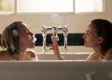 Natalie Portman y Lily-Rose Deep interpretan a dos hermanas en Planetarium y el parecido entre ellas es increíble
