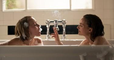 Natalie Portman y Lily-Rose Depp interpretan a dos hermanas en Planetarium y el parecido entre ellas es increíble